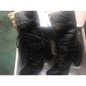 Black nine west faux fur lined booties